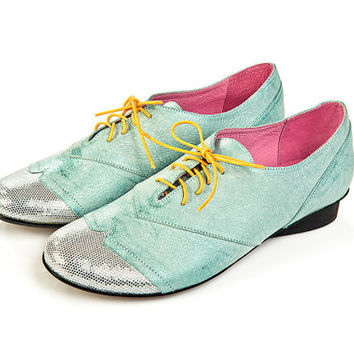 Women shoes, oxford shoes, leather shoes, green leather, silver leather, yellow laces, 10% discount, disco model