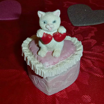 Vintage KITTEN Heart Trinket Box VALENTINE Kitty Figurine Collectible Jewelry Wedding Ring Box Porcelain GIFTCRAFT Kitty Cat Statue Dish