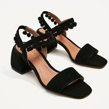 LEATHER MID HEEL POMPOM SANDALS DETAILS