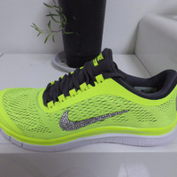 Nike shoes for men and women barefoot in paragraph 3.0 bling nike shoes nike roshe run glitter nike shoes nike shoes floral