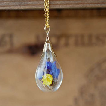 Dry Flower Necklace Terrarium Necklace Light Bulb by LoveGemStudio