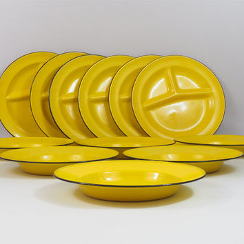 Vintage 12 Piece Enamelware Plate Set // Yellow and Black Enameled Plates // Retro Kitchenware