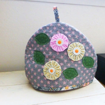 Quilted tea cozy, floral tea cozy, tea time, tea pot cozy, ready to ship, handmade, housewarming gift, wedding present, gift idea, homewares
