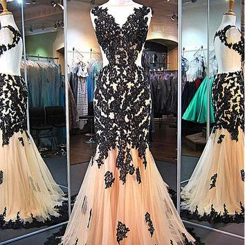 [158.99] Attractive Tulle Jewel Neckline Mermaid Evening Dresses With Beaded Lace Appliques - dressilyme.com