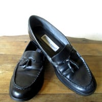 Etienne Aigner black loafers with tassels womens shoes leather flats preppy hipster ivy league vintage 80s 90s size 7 1/2 M made in Brazil