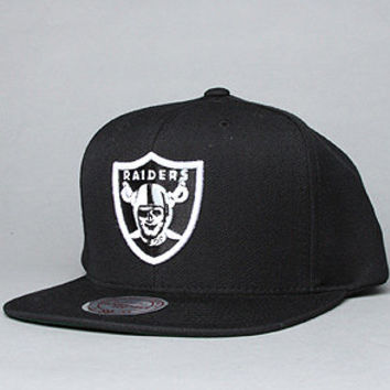The Oakland Raiders Logo Snapback Hat in Black