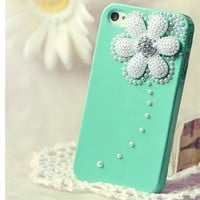 Amazon.com: 3d Swarovski Crystal+pearl Case for Iphone 4 / 4s(green Litte Daisy): Cell Phones & Accessories
