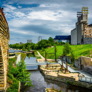 View of Mill Ruins Park and the Stone Arch Bridge in Minneapolis, Minnesota.