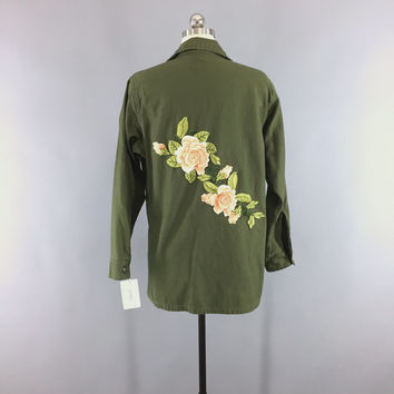 1970s Vintage Embroidered US Army Jacket / 70s Military Shirt / Unicorn Patch / Olive Army Green / Peach Floral Embroidery / Size Medium