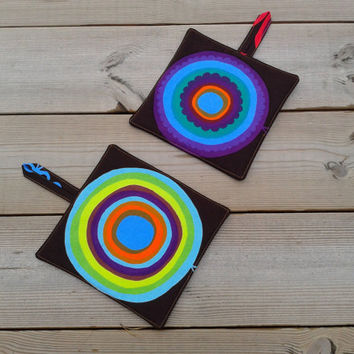 Modern pot holders made from Marimekko fabric Lappuliisa, hot pads, quilted trivet potholders, Scandinavian kitchen decor, set of 2