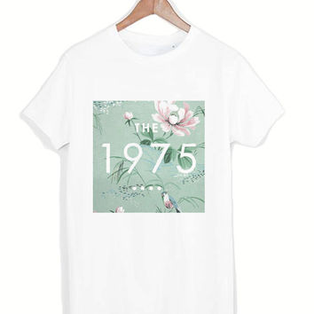 The 1975 Vintage Logo tshirt for merry christmas and helloween