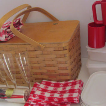 Brookstone Classic Picnic Basket Set for 4 Woven Wicker Picnic Basket Wooden Large Family Picnic Party  Red Check Tabelcloth Cloth Napkins