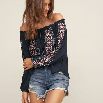 EMBROIDERED EASY TOP