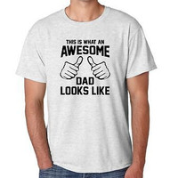 Men's Tee Shirt This Is What An Awesome Dad Looks Like fathers day Gift T-Shirt