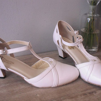 Vintage White leather T strap dancing shoes ... Dancing Dolls Womens size 7 M ... light weight and Stylish