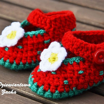 Crochet baby shoes, baby booties, Strawberry shoes with flowers
