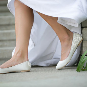 Wedding Shoes. Ivory Bridal Flats, Wedding Flats with Ivory Lace. US Size 6