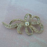 Ribbon Brooch FW Pearl Rhinestones Rhodium Plated Exquisite Vintage Jewelry