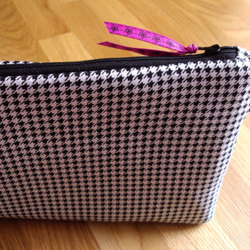 iPad Case, iPad Cover, Kindle Zipper Pouch, Zippered Pouch, Zipper Bag, Quilted Tablet Sleeve, Padded Professional Cover, Houndstooth Fabric