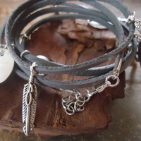 LEATHER CHARM BRACELET 5 x wrap bracelet in grey by AsaiBolivien 12,90 US$