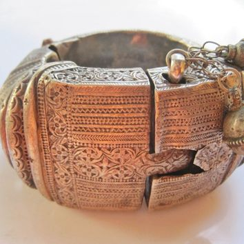 Vintage Silver Omani Rigid Foot Bracelet from Nizwa Oman with Defects