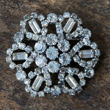 Vintage WEISS Brooch Clear Rhinestones Starburst Wedding Bridal Mid Century Hollywood Glamour 1950's // Vintage Designer Costume Jewelry