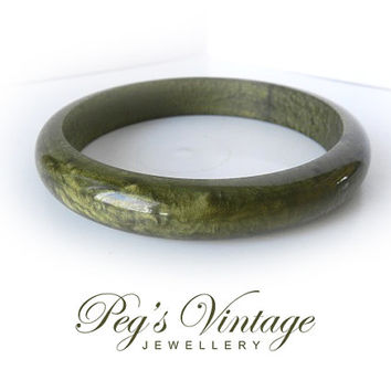 Vintage Lucite, Moss Green,Yellow Marble Bangle//Bracelet, Ladies Fashion