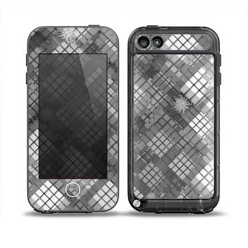 The Grayscale Layer Checkered Pattern Skin for the iPod Touch 5th Generation frē LifeProof Case