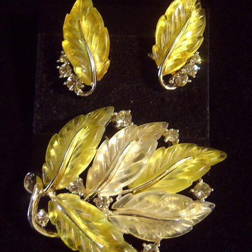 Vintage LISNER jelly Lucite Brooch & Earrings molded leaves
