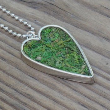 Eco Friendly Moss Heart Necklace, Valentines Day Necklace, Terrarium Jewelry, Living Plant Jewelry, Terrarium Necklace, For Her