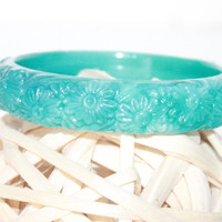 Vintage Stained Marbled Teal Plastic Carved Daisy Flower Motif Bangle