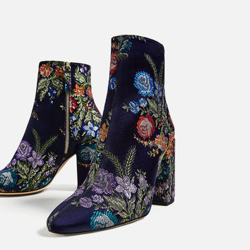 EMBROIDERED DETAIL ANKLE BOOTS