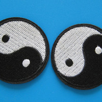 2 pcs iron on Embroidered Patch Tai Chi Yin Yang Taoism symbol 4cm