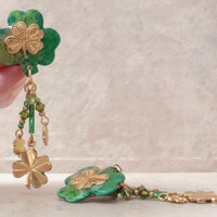 Shamrock Earrings Green Gold Tone Clip On Dangles Vintage 101614GL