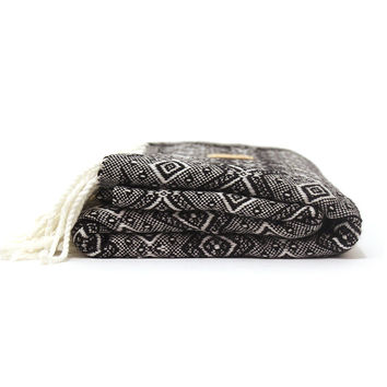 Cambie Design Black And White Blanket