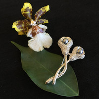 Marcasite Calla Lily Brooch Silver With White Rhinestones and Silver Faux Pearls Vintage Floral Early to Mid Century Marcasite Pin Jewellery