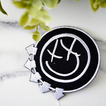 BLINK 182  Music Iron on Patch Badge Band Pop Grunge Metal Thrash Singer Jacket Logo Hat Emblem Punk Hard