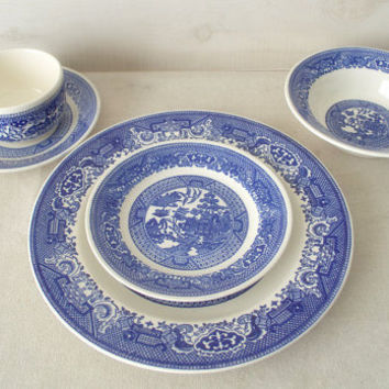 Blue Willow Dishes, Blue and White China Pattern, Blue Willow 5 Piece Dinnerware Set, Blue Willow Dishes