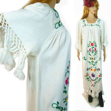 Vintage 70s Cotton Dress / Embroidered Caftan/ White Hippie Wedding Dress/ Vtg Pom Pom Fringe /Oaxacan Dress / Vintage Bridal/ Mexican Dress