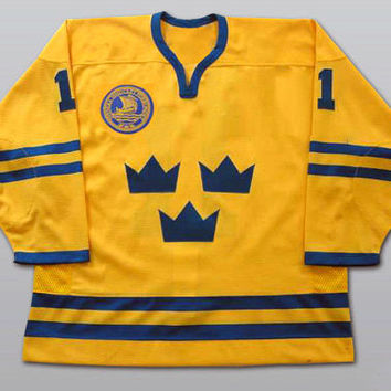 Daniel Alfredsson  Team Sweden Hockey Jersey Any Name Any Number  All Stitched and Sewn New XS-3XL