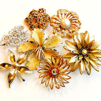Vintage Flower Brooch Lot - Floral Broach Pin Collection - Wear Resell Repurpose - Sarah Coventry - Rhinestone Faux Pearl - Wedding Bridal