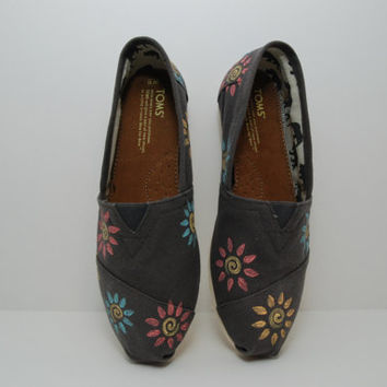Custom Swirl Flowers TOMS by KellismCo on Etsy