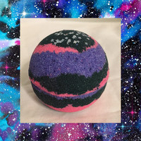 1 Galaxy Bath Bomb. No staining on skin or bathtub, 5.5-8 oz (large and packed with beneficial ingredients) highly pigmented!