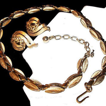 Trifari Necklace Earring Set Signed Gold Plated Metal Hook Clasp Choker Vintage