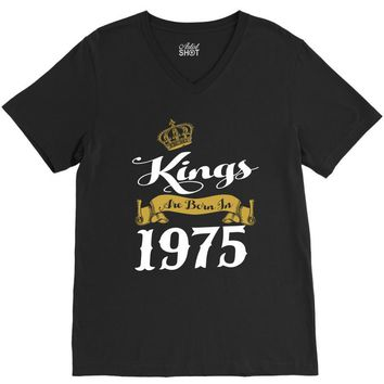 kings are born in 1975 V-Neck Tee