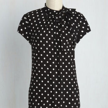Advert Yourself Top in Black Dots