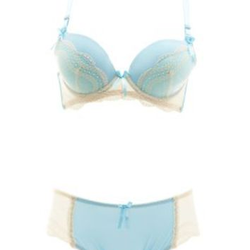 Contrast Lace-Trim Bra & Panty Set by Charlotte Russe