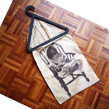 Vintage laundry bag basket. Tomado fabric laundry bag, hanger. 70s. Homeware. Screen print, doll chair. Tomado Holland.