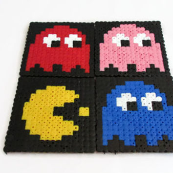 Pacman drinks coasters , hama / perler bead drinks coasters, video game 16 bit pixel art