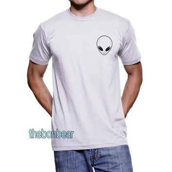 Alien on Pocket size - on MEN T-shirt